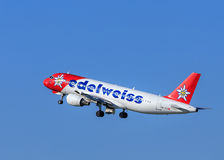 Edelweiss空气在离开以后的空中客车A-320 库存图片