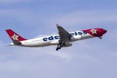 Edelweiss空气空中客车A330离开 免版税库存照片