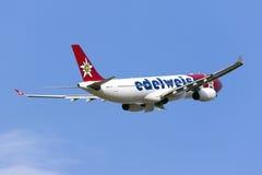 Edelweiss空气空中客车A330离开 免版税库存图片