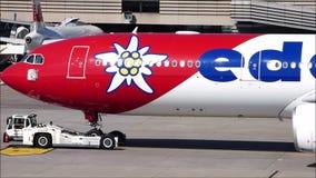 Edelweiss Air samolot ono holuje zbiory
