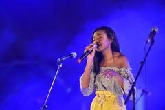 Eden Alena es cantante israelí preporming en el Día de la Independencia de Israel 70 en Karmiel fotos de archivo libres de regalías