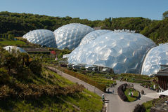 Eden Project Biomes und Landschaft Stockfotos
