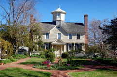 Edenton, NC: 1725 Cupola House. The exquisite 1725 Cupola House in Edenton, North Carolina with its double chimneys and gardens is the finest example of an stock image