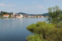 Edersee bei Herzhausen mit voller Füllung stockfotografie
