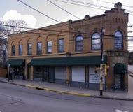 Edgewood, Pennsylvania, de V.S. 3/17/2019 het gebouw bij de hoek van Esdoorn en Swissvale-Weg stock fotografie