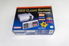 Edição clássica de Nintendo NES, console do jogo de vídeo imagens de stock