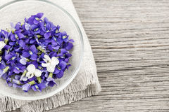 Edible violets in bowl Royalty Free Stock Photos
