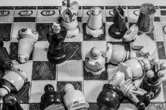 Edición blanco y negro del ajedrez Foto de archivo