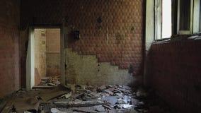 Edifício abandonado Rupturas claras com Windows Edifício redondo filme