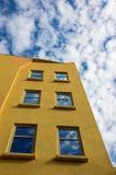 Edifício amarelo imagem de stock