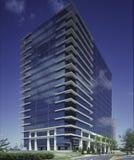 Edifício azul com nuvens foto de stock