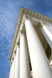 Edifício com coluna branca imagens de stock royalty free