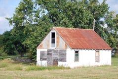 Edifício com o telhado oxidado do metal Imagem de Stock Royalty Free