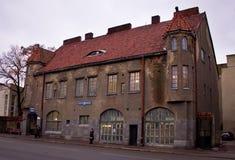 Edifício com um telhado de telha vermelha Imagens de Stock