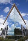 Edifício corporativo dramático Foto de Stock Royalty Free