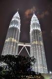 Edifício da torre gémea de Petronas KLCC da cena da noite Foto de Stock