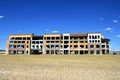 Edifício de apartamento abandonado incompleto Fotografia de Stock