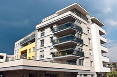 Edifício de apartamento moderno Imagem de Stock