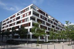 Edifício de apartamento moderno Fotos de Stock Royalty Free
