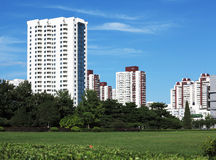 Edifício de apartamento na cidade Fotografia de Stock