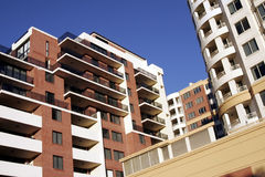 Edifício de apartamento urbano fotos de stock royalty free