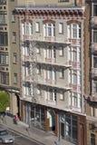 Edifício de apartamento velho foto de stock