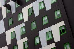 Edifício de apartamentos verde de Eco fotografia de stock