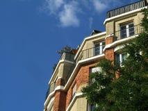Edifício de encontro ao céu Imagem de Stock Royalty Free