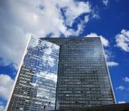 Edifício de escritórios Imagens de Stock Royalty Free