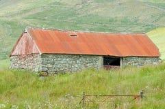 Edifício de exploração agrícola abandonado Imagem de Stock Royalty Free