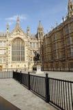 Edifício de Londres Parlament, coração Monu dos leões de Richard Fotografia de Stock Royalty Free
