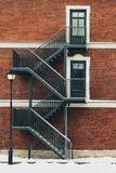 Edifício de tijolo vermelho Escadaria, a fachada da construção Saída de emergência fotos de stock royalty free