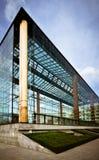 Edifício de vidro moderno Fotografia de Stock Royalty Free