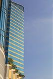 Edifício do alto cargo no céu da manhã Foto de Stock Royalty Free