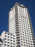 Edifício do negócio no céu azul Foto de Stock Royalty Free