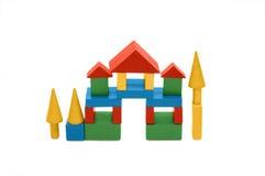 Edifício dos blocos das crianças coloridas de madeira Imagem de Stock Royalty Free