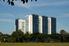 Edifício e arranha-céus modernos Imagem de Stock Royalty Free