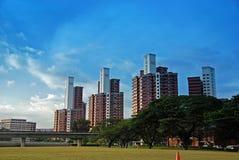 Edifício e arranha-céus modernos Fotografia de Stock Royalty Free