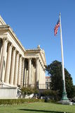 Edifício e bandeira Foto de Stock