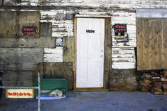 Edifício e gato velhos Foto de Stock