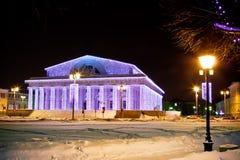 Edifício e lâmpadas iluminados imagens de stock