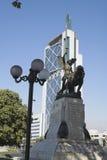 Edifício e monumento modernos - Santiago faz o Chile fotografia de stock
