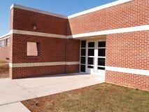 edifício e portas de tijolo vermelho Fotos de Stock Royalty Free