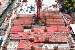 Edifício elevado da ascensão sob a construção Vista superior fotos de stock