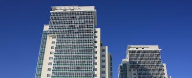 Edifício elevado moderno da ascensão dois. Imagem de Stock