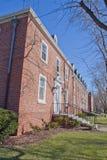 Edifício em um campus universitário fotografia de stock royalty free