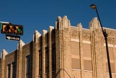 Edifício em uma interseção da cidade Imagem de Stock Royalty Free
