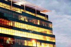 Edifício iluminado fotografia de stock