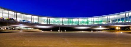 Edifício moderno arquitetura curvada Imagem de Stock Royalty Free