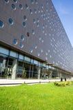 Edifício moderno com escritórios foto de stock royalty free